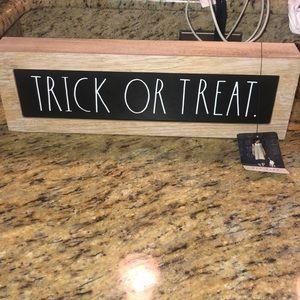 NWT Rae Dunn Trick or Treat sign